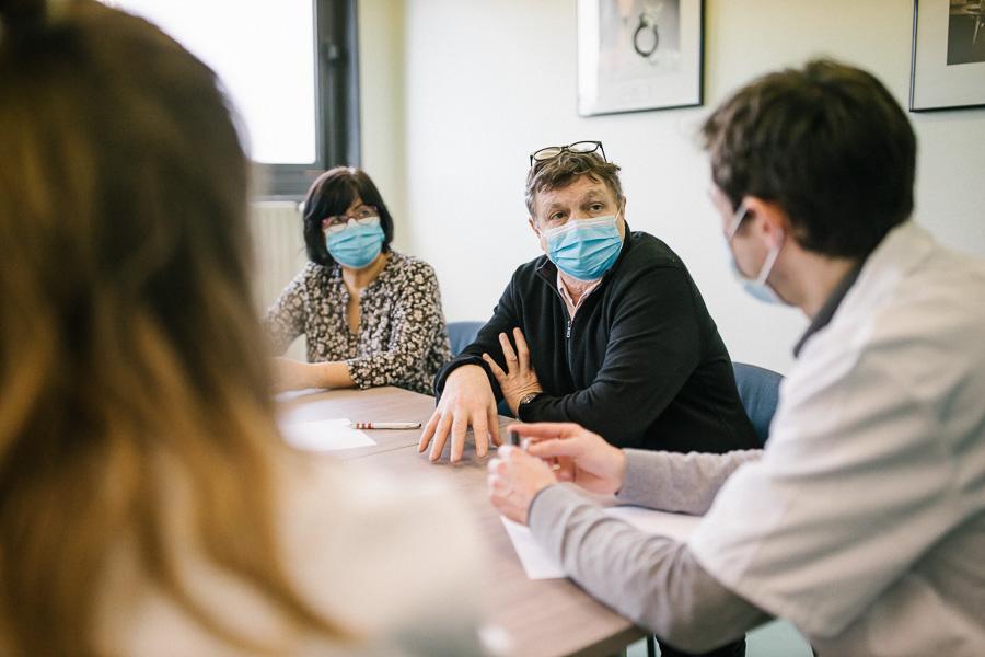 A l'hôpital Beaujon (Clichy), les patients-experts sont des partenaires, qui coconstruisent les projets de soins avec l'équipe soignante.©Laurence Geai